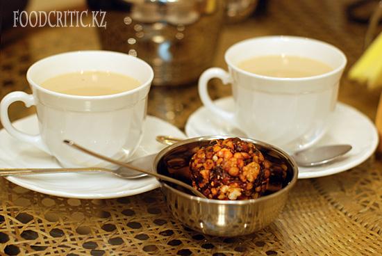Чай гокул и бунди-ладду в алматинском ресторане Govinda's на Foodcritic.kz