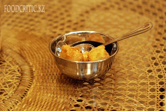 Картофельные шарики в алматинском ресторане Govinda's на Foodcritic.kz