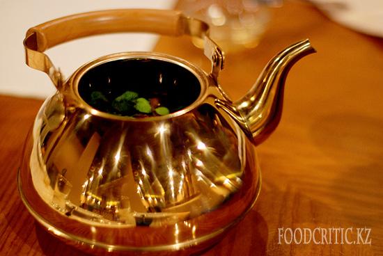Чай в ресторане Al Wadi высокогорного комплекса Samal (Самал) в Алматы