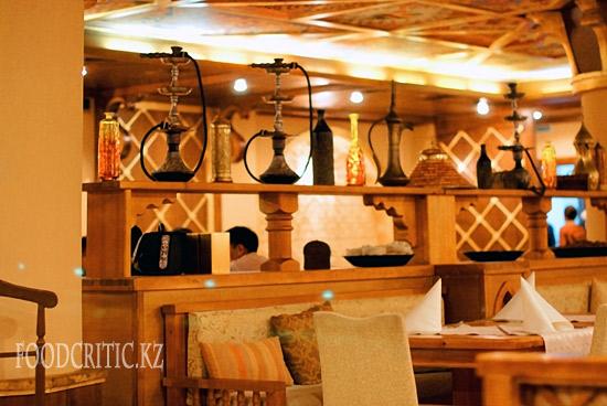 Интерьер в ресторане Al Wadi высокогорного комплекса Samal (Самал) в Алматы