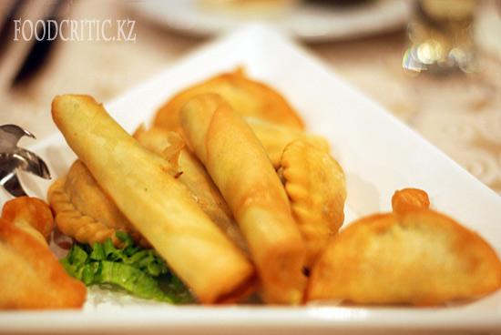 Спрингроллы в ресторане Al Wadi высокогорного комплекса Samal (Самал) в Алматы