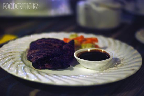 Стейк из конины в ресторане Во-бла на Foodcritic.kz
